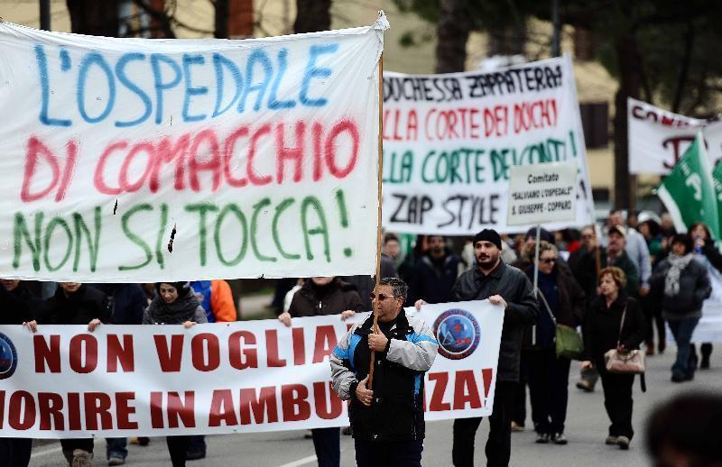 Una manifestazione contro la chiusura dell'ospedale di Comacchio