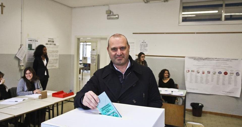 Bonaccini rende pubblici gli elenchi dei suoi finanziatori per le elezioni del 2014