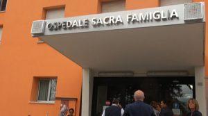 L'ingresso dell'ospedale Sacra Famiglia