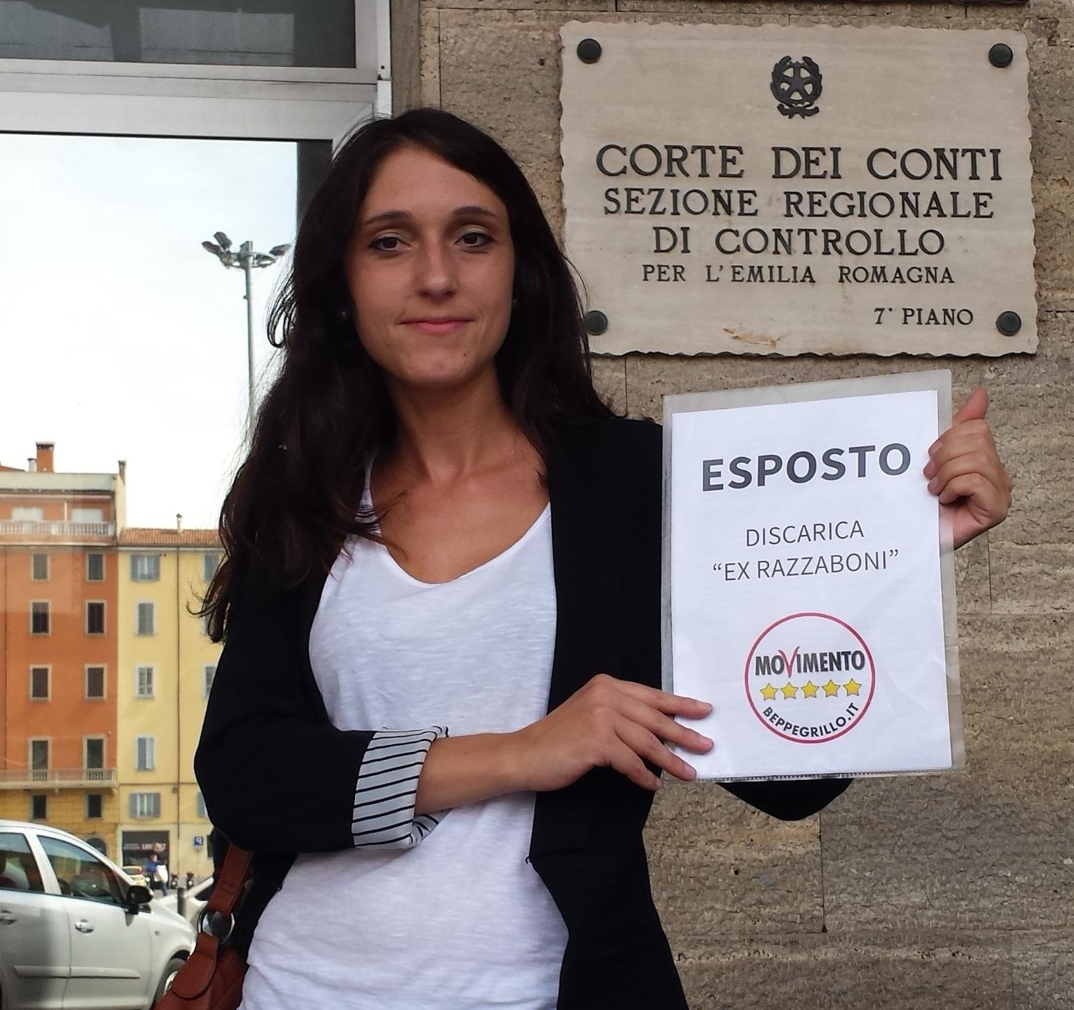 Silvia Piccinini, consigliera regionale del M5S, davanti alla sezione regionale della Corte dei Conti a Bologna per presentare l'esposto sulla vicenda della discarica di San Giovanni in Persiceto